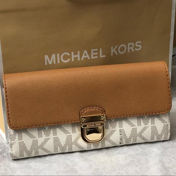 ae0e8c8bf4411c Michael Kors Bags | Bridgette Saffiano Leatherpvc Wallet | Poshmark